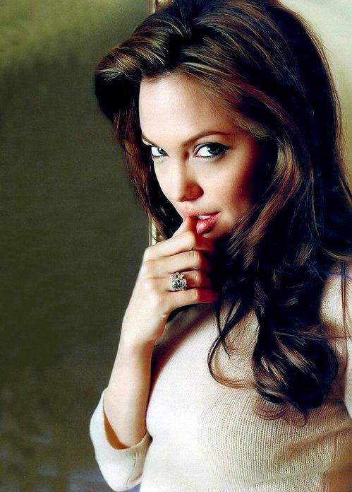 Angelina_jolie10